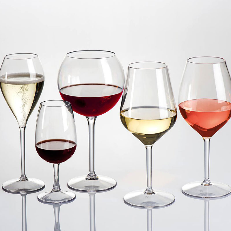 Nerozbitné poháre sa používajú opakovane